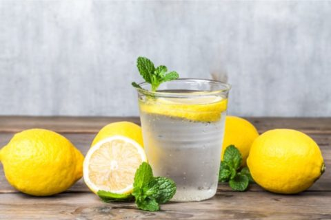 homemade-lemonade-with-fresh-lemon-mint