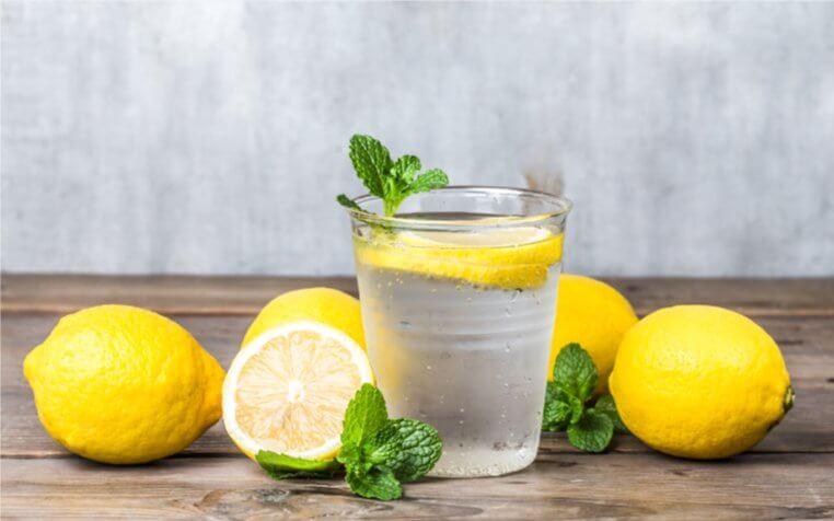 homemade-lemonade-with-fresh-lemon-mint